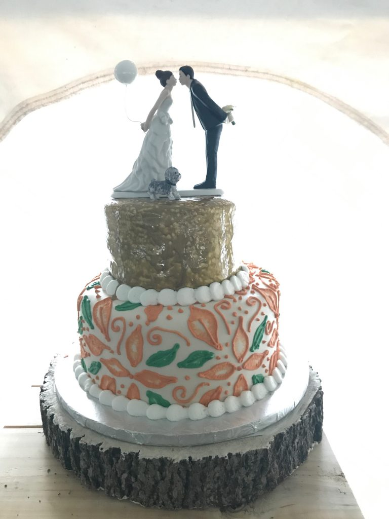 5 Ways to Include Your Dog in Your Wedding Cake Topper