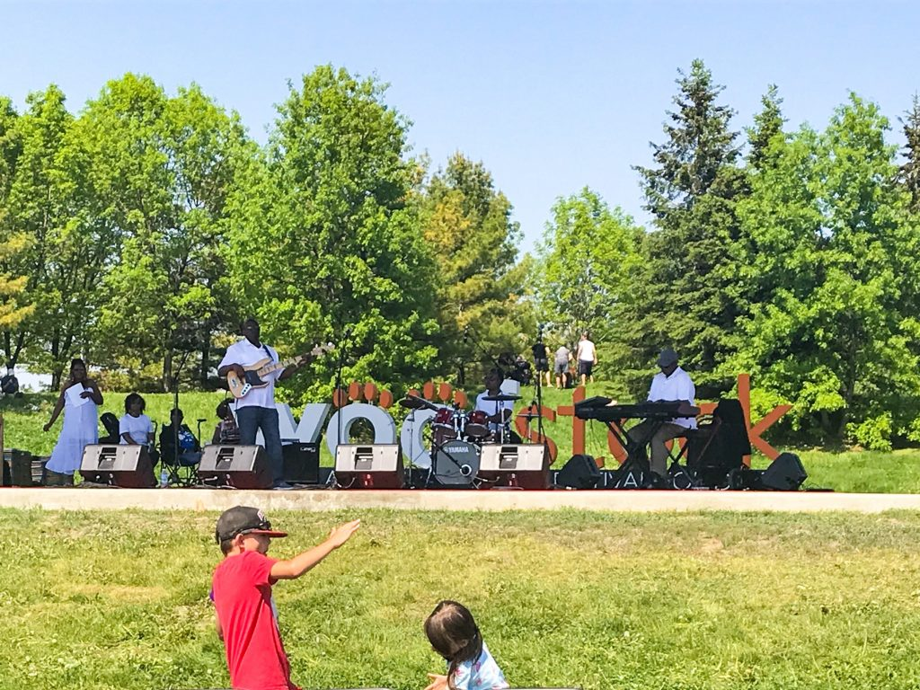 Our Trip to Woofstock - North America?s Largest Festival for Dogs Entertainment Stage