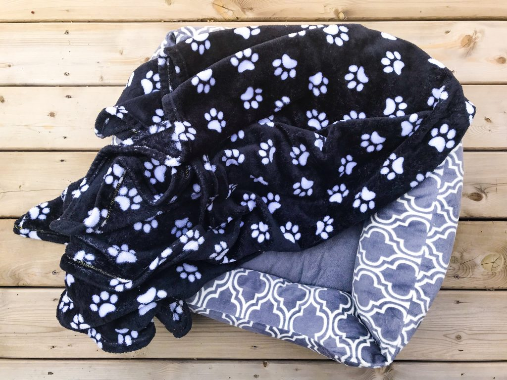 What's in Marlee's Dog Overnight Bag - Dog Bed and Blanket